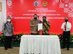 Anggota III BPK Serahkan LHP atas LK Kemendes PDTT TA 2019