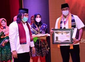 Anggota V BPK Hadiri Peluncuran dan Anugerah Pantun Nasihat 1000 Guru ASEAN