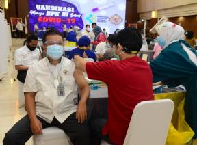 Vaksinasi Menuju BPK Bebas Covid-19
